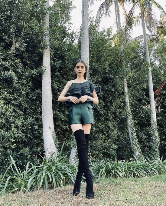 lily-collin-wore-casadei-boots-for-netflix-appearance