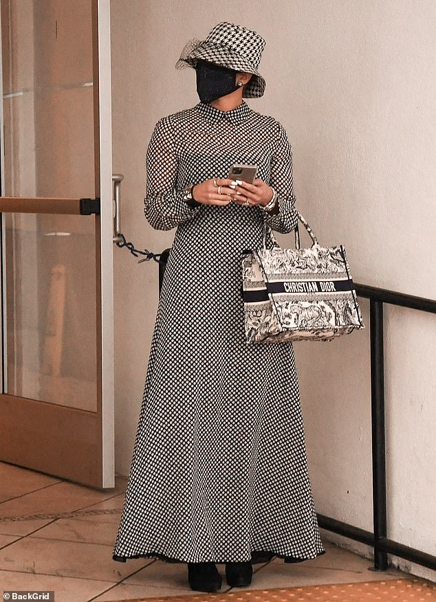 jennifer-lopez-in-christian-dior-dress-out-in-beverly-hills-december-17-2020