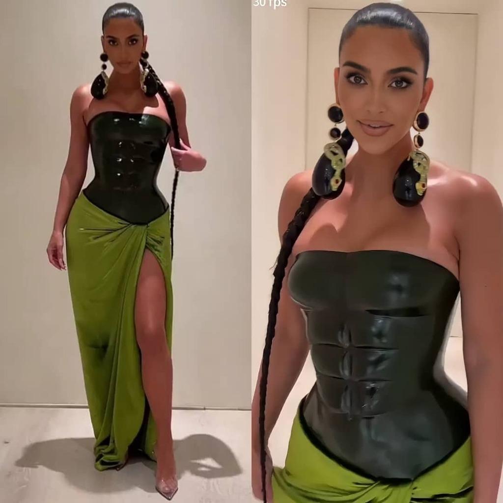 kim-kardashian-wore-schiaparelli-couture-kardashian-jenner-christmas-eve-bash