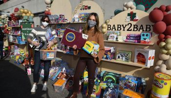 jessica-alba-jennifer-garner-and-gwyneth-paltrow-join-baby2baby-for-holiday-drive-thru-distribution