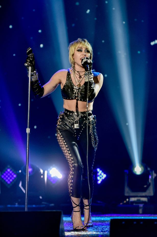 miley-cyrus-performs-dick-clarks-new-years-rockin-eve-wearing-rocker-outfit