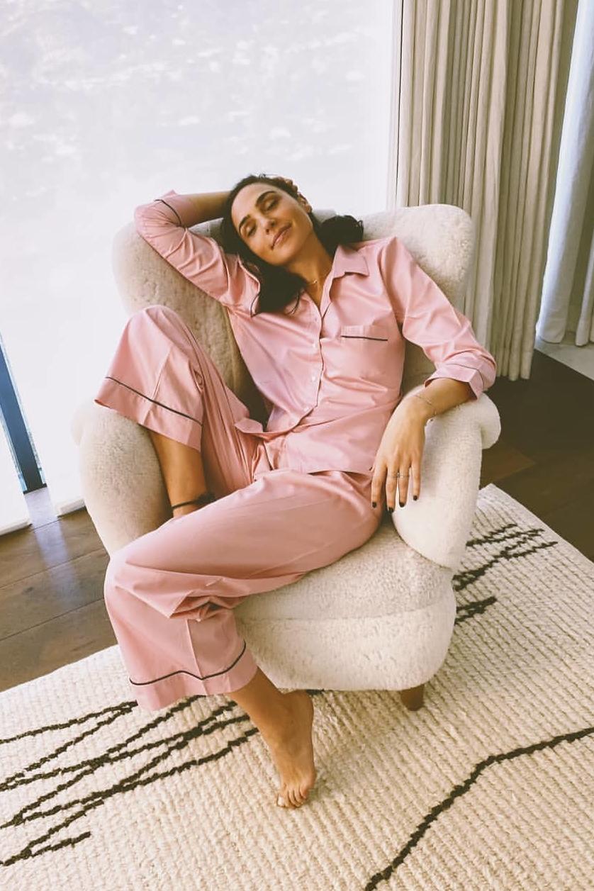 gal-gadot-wore-pour-less-femmes-pajama-set-instagram