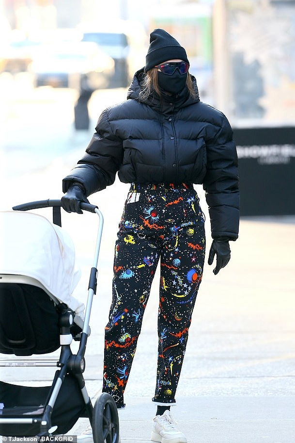 gigi-hadid-in-louis-vuitton-pants-out-with-her-baby