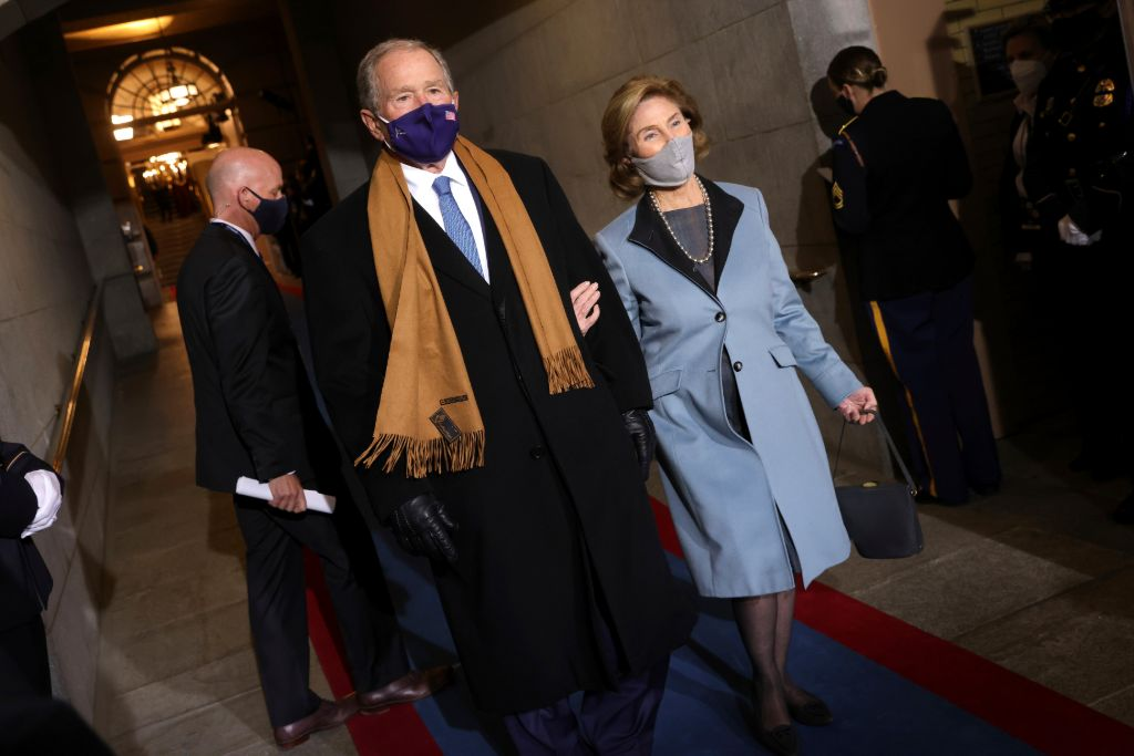 flotus-laura-bush-wore-periwinkle-blue-coat-inauguration-2021