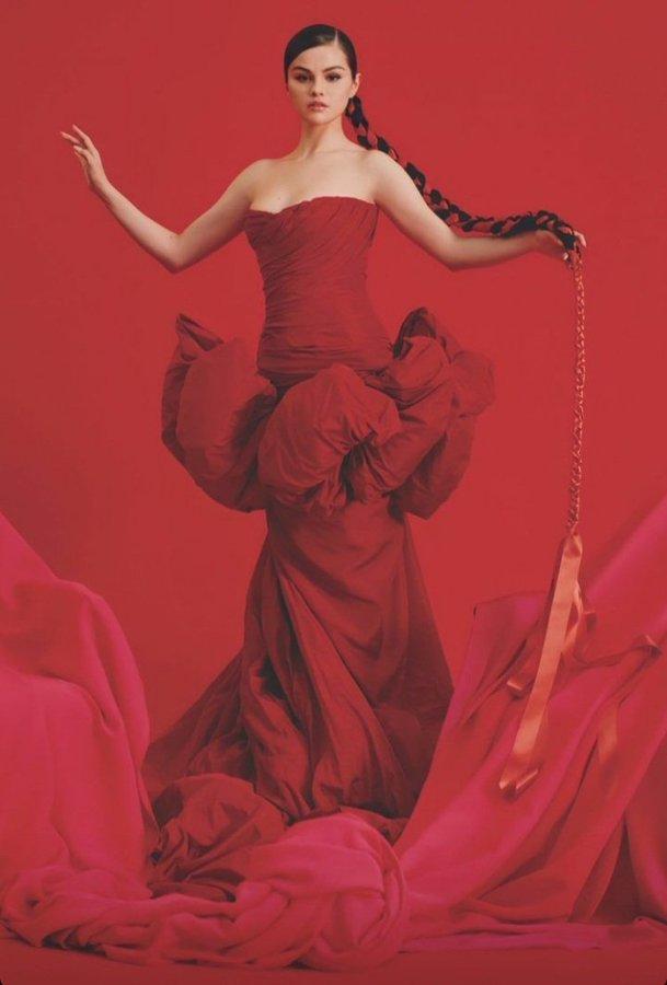 selena-gomez-wearing-giambattista-valli-haute-couture-announces-her-new-album-revelacion