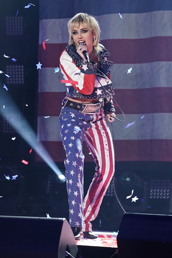 miley-cyrus-performs-dick-clarks-new-years-rockin-eve
