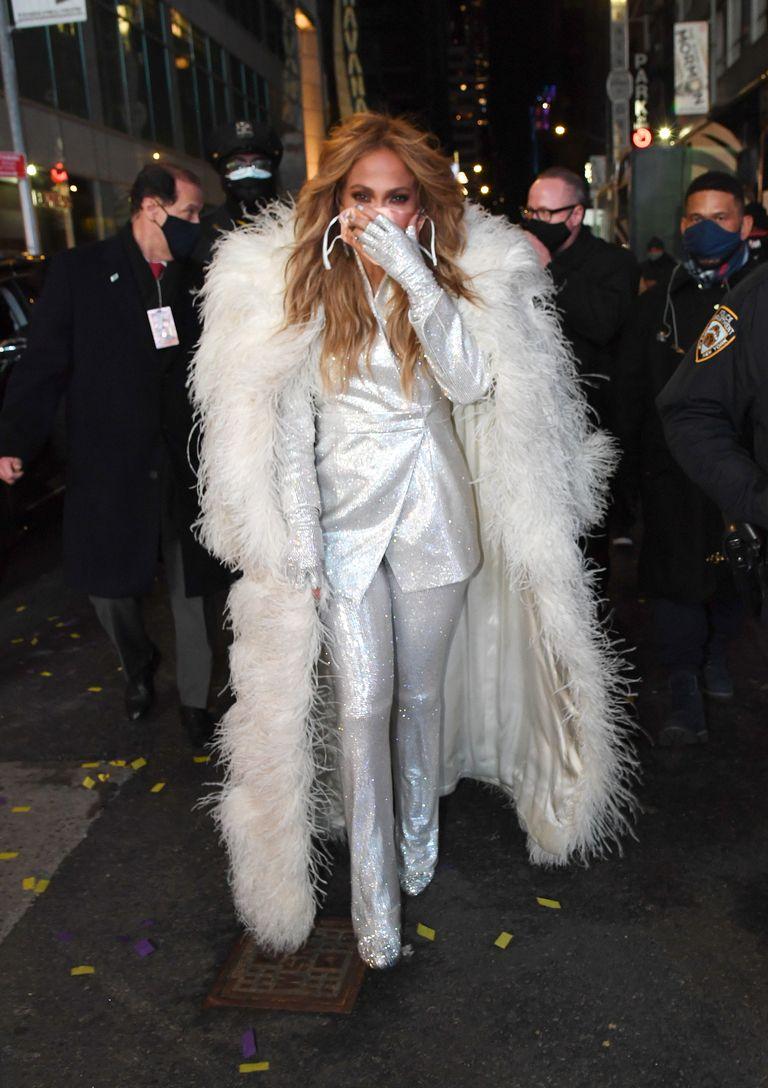 jennifer-lopez-wore-balmain-dick-clarks-new-years-rockin-eve-in-new-york
