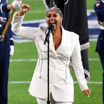 jazmine-sullivan-wearing-area-suit-performing-anthem-super-bowl