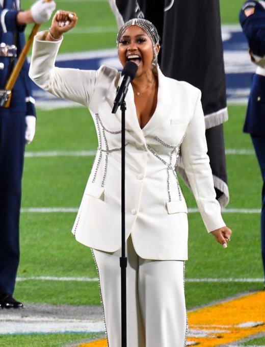 jazmine-sullivan-wearing-area-suit-performing-anthem-super-bowl