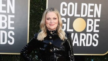 amy-poehler-in-moschino-the-2021-golden-globe-awards