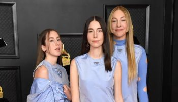 haim-wore-prada-2021-grammy-awards