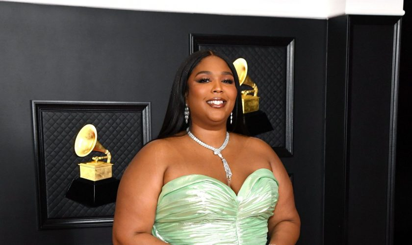 lizzo-in-balmain-the-2021-grammys