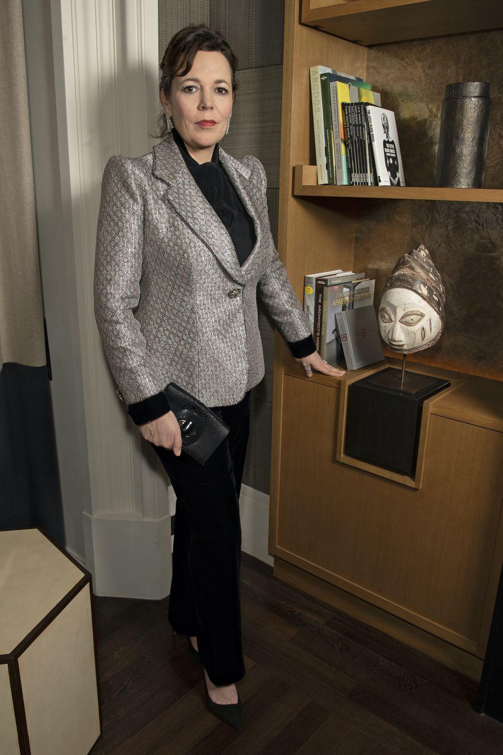 olivia-colman-in-giorgio-armani-the-2021-golden-globe-awards