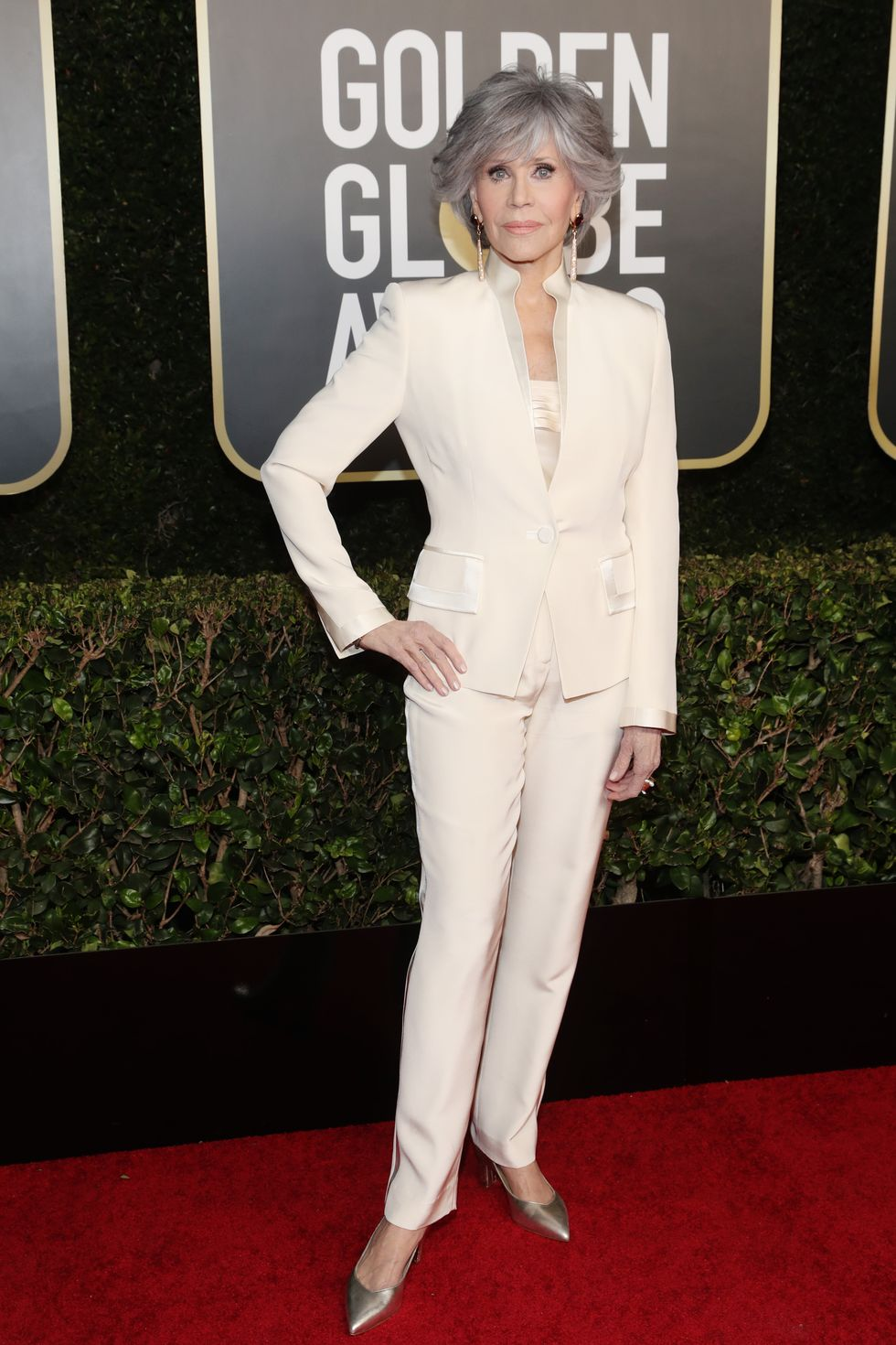jane-fonda-re-wears-a-chic-white-suit-to-the-2021-golden-globes