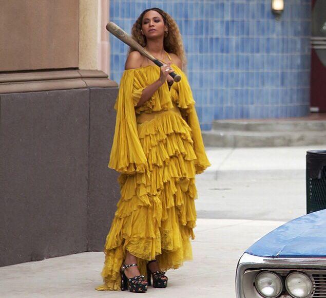 beyonce-wearing-roberto-cavalli-ruffled-gown-for-lemonade