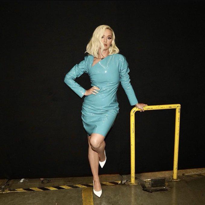 katy-perry-wore-bottega-veneta-on-american-idol