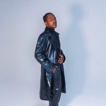 leslie-odom-jr-performed-speak-now-on-the-view-wearing-dunhill