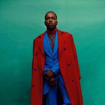 leslie-odom-jr-wore-versace-2021-baftas