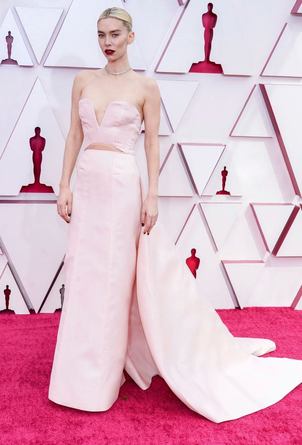 vanessa-kirby-wore-gucci-the-2021-oscars