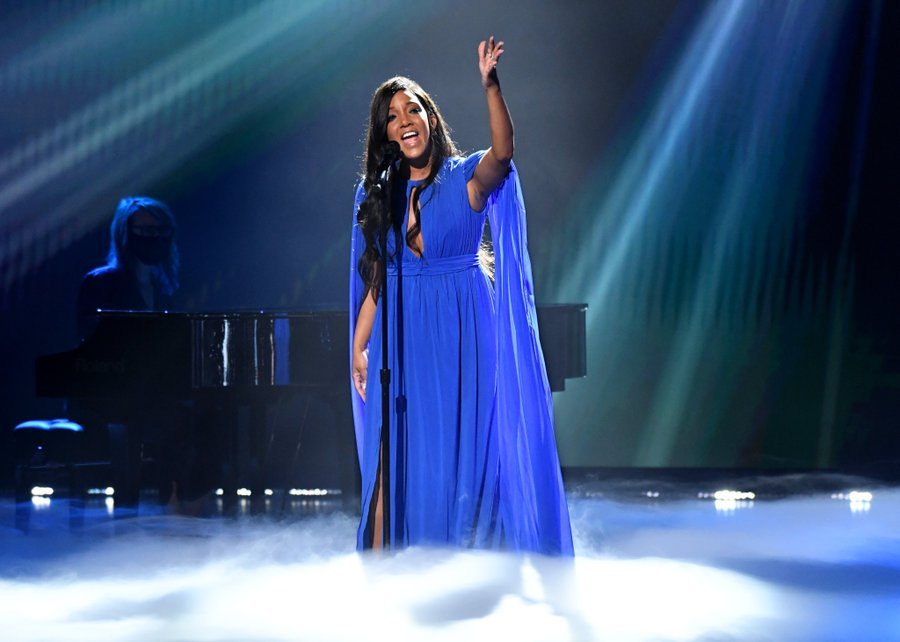 mickey-guyton-performed-hold-on-2021-acm-awards