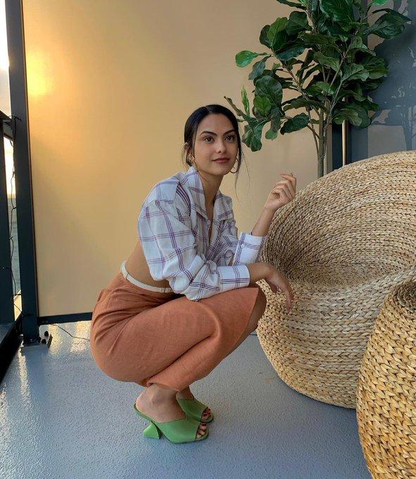 camila-mendes-wore-jacquemus-instagram