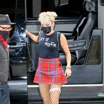 miley-cyrus-wore-vivienne-westwood-for-saturday-night-live-rehearsals-in-new-york