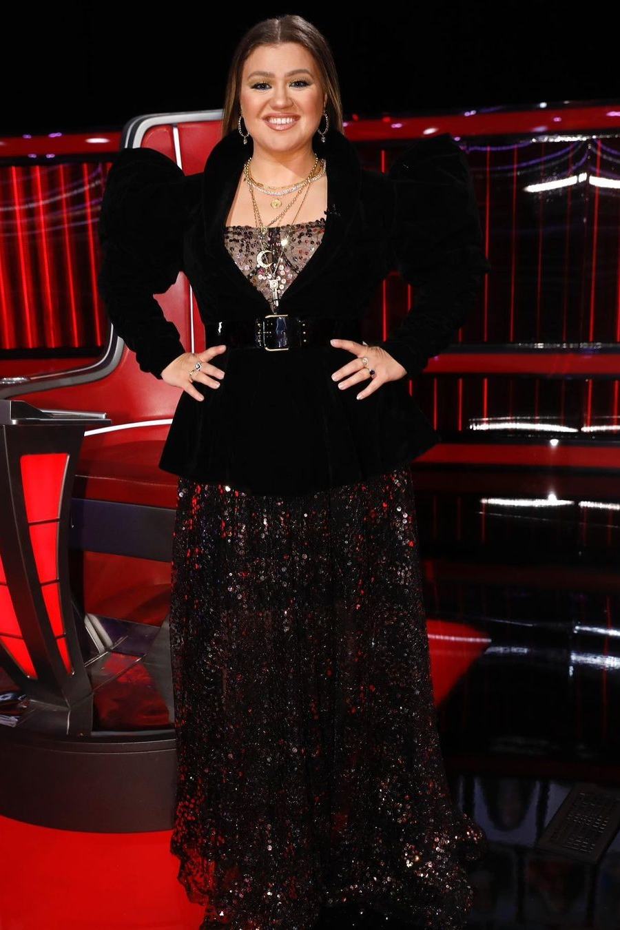 kelly-clarkson-wore-bronx-and-banco-gown-the-voice