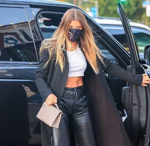 fashion-sizzler-sofia-richie-arriving-craigs-restaurant-may-18-2021