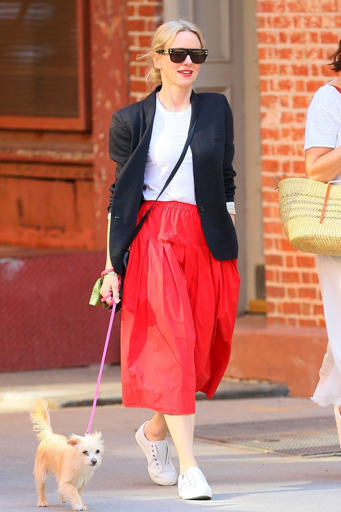 naomi-watts-walking-her-dog-out-in-new-york-may-21-2021