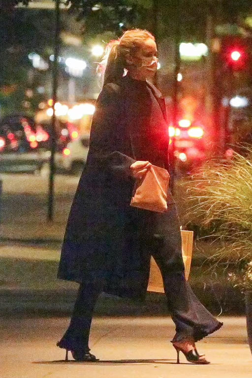 jennifer-lawrence-wearing-the-row-coat-out-in-new-york-city-may-25-2021