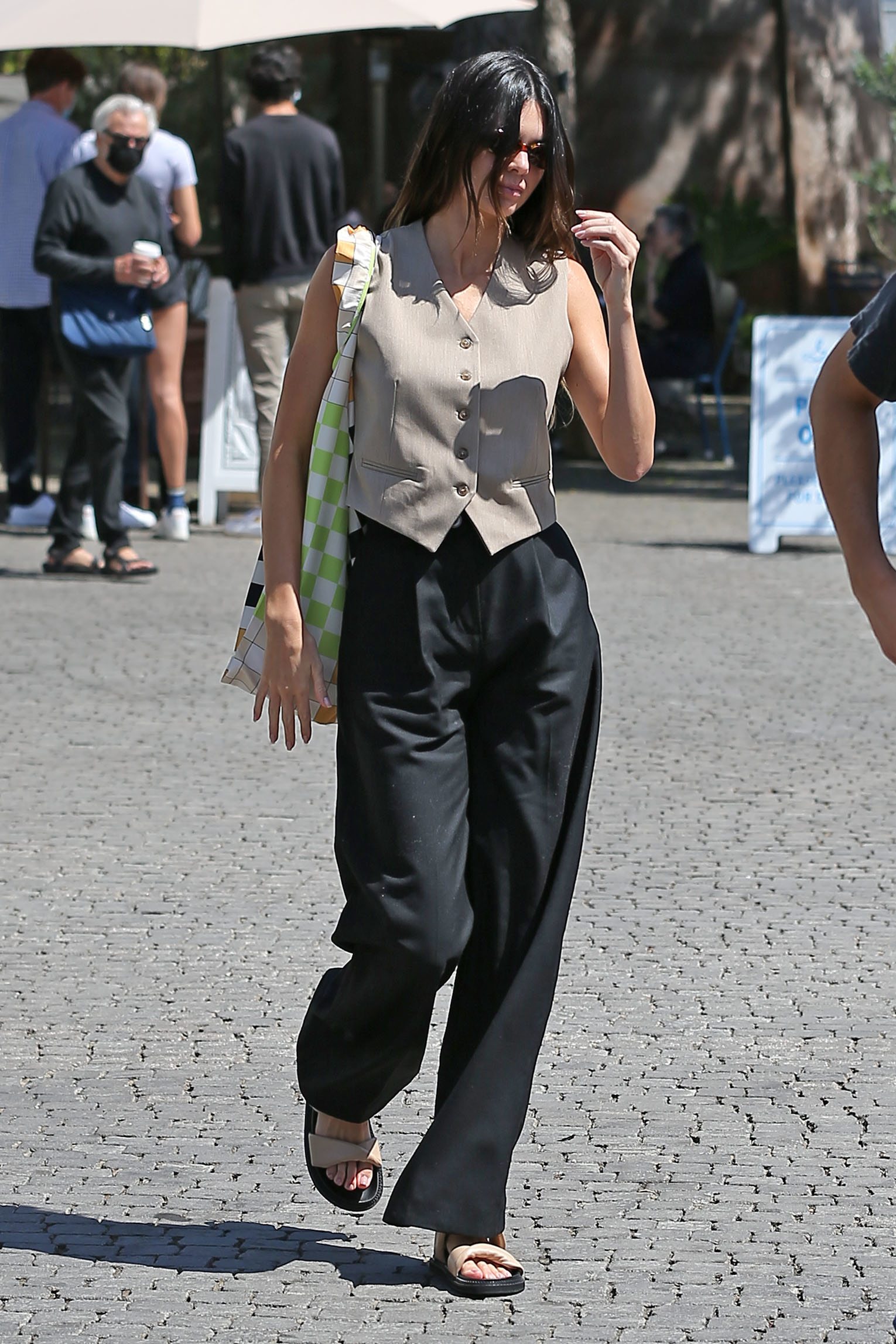 kendall-jenner-out-in-los-angeles-may-26-2021