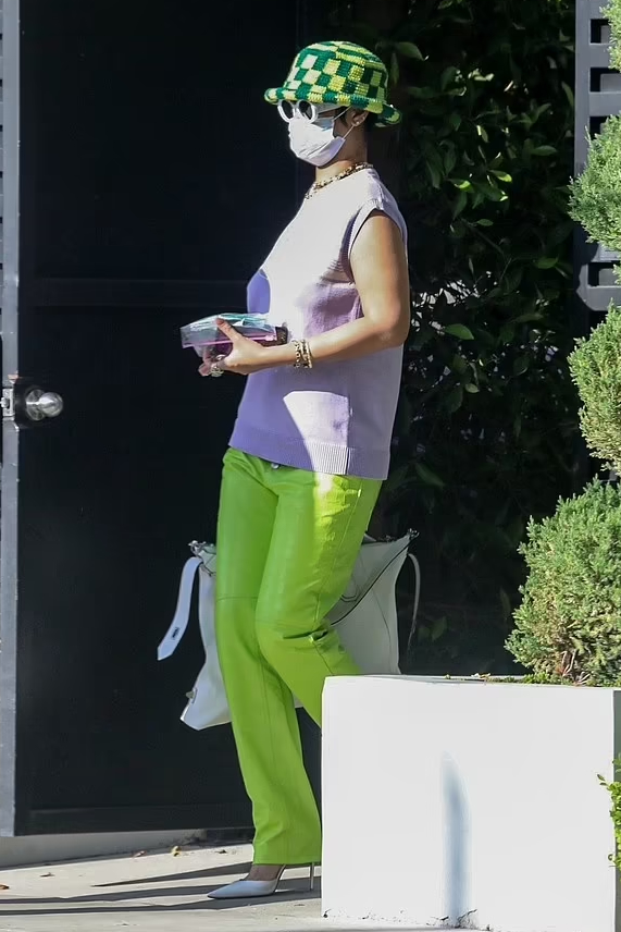 rihanna-wearing-martine-rose-out-in-los-angeles-may-27-2021