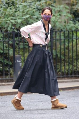 katie-holmes-in-floral-blouse-pleated-leather-skirt-on-watergate-girl-set-may-3-2021