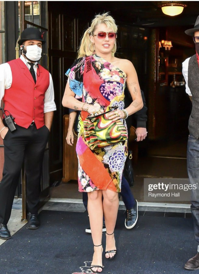 miley-cyrus-wore-john-galliano-dress-out-in-new-york-city