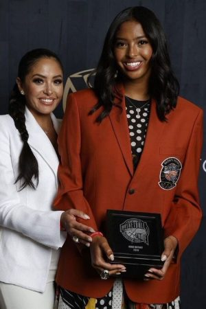 natalia-vanessa-bryant-presented-with-kobes-basketball-hall-of-fame-jacket
