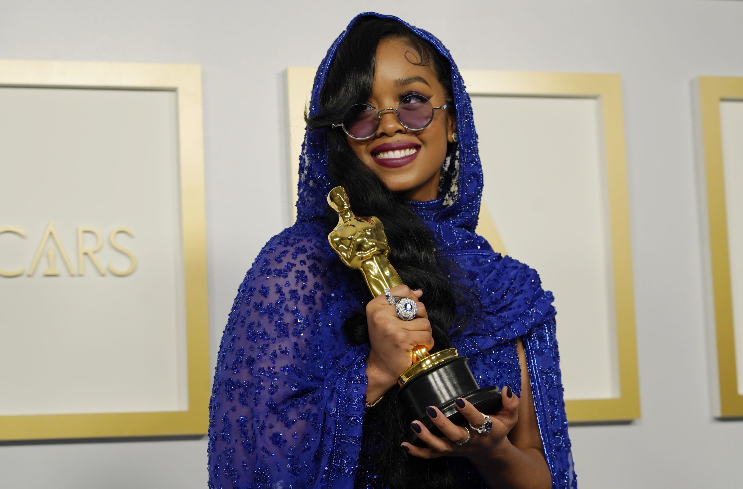 h-e-r-wins-oscar-for-best-original-song-for-fight-for-you-from-judas-the-black-messiah