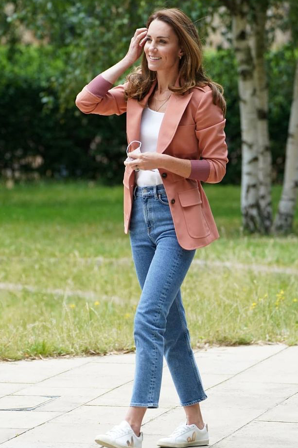 kate-middleton-wears-chloe-blazer-with-jeans-sneakers-natural-history-museum
