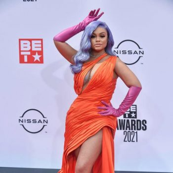 latto-wears-orange-gown-with-red-gloves-2021-bet-awards