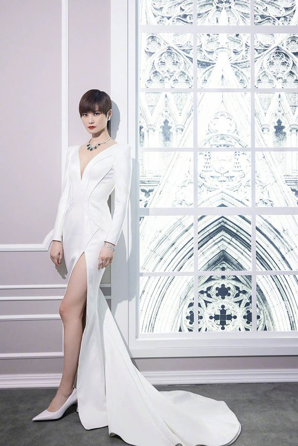 chris-lee-wore-the-atelier-couture-to-the-harry-winston-exhibition