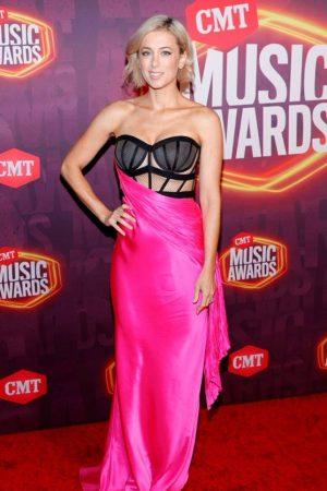 iliza-shlesinger-wore-maria-lucia-hohan-2021-cmt-music-awards