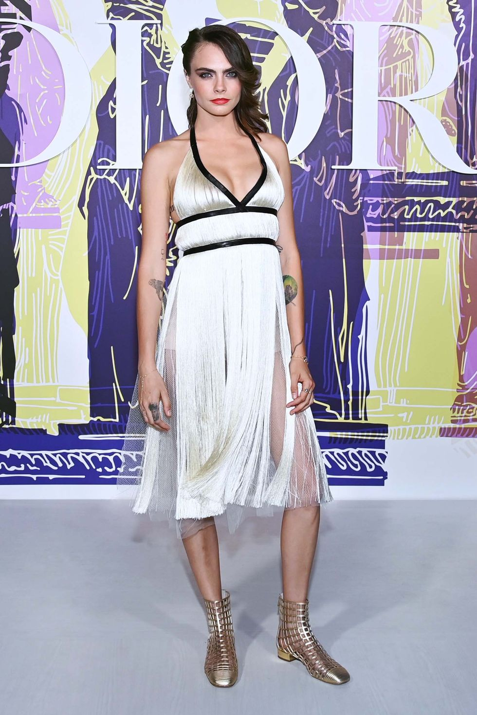 cara-delevingne-wore-dior-dress-dior-cruise-show-at-the-in-athens