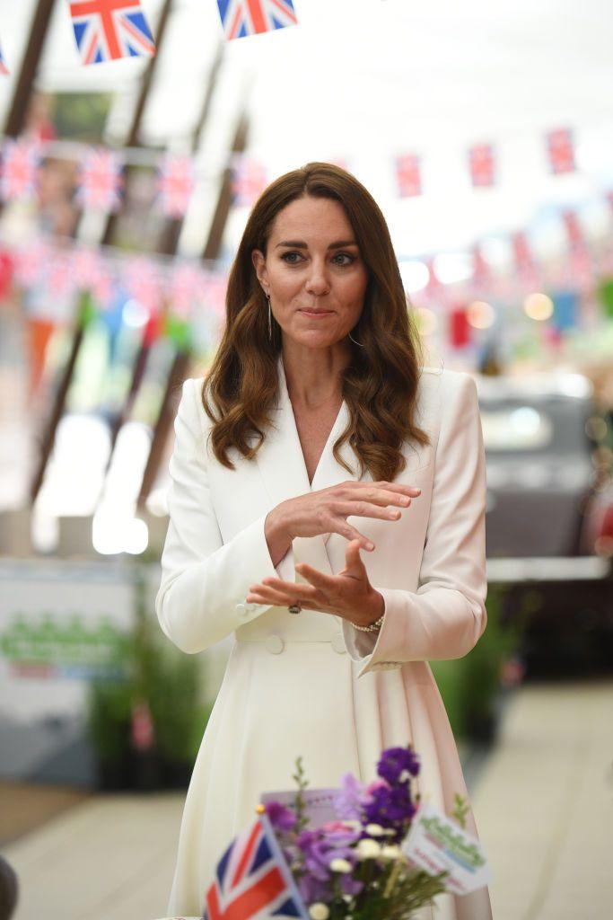 kate-middleton-wears-alexander-mcqueen-dress-g7-summit