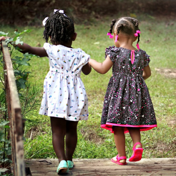 tips-for-mothers-to-learn-how-to-elegantly-dress-their-little-girls