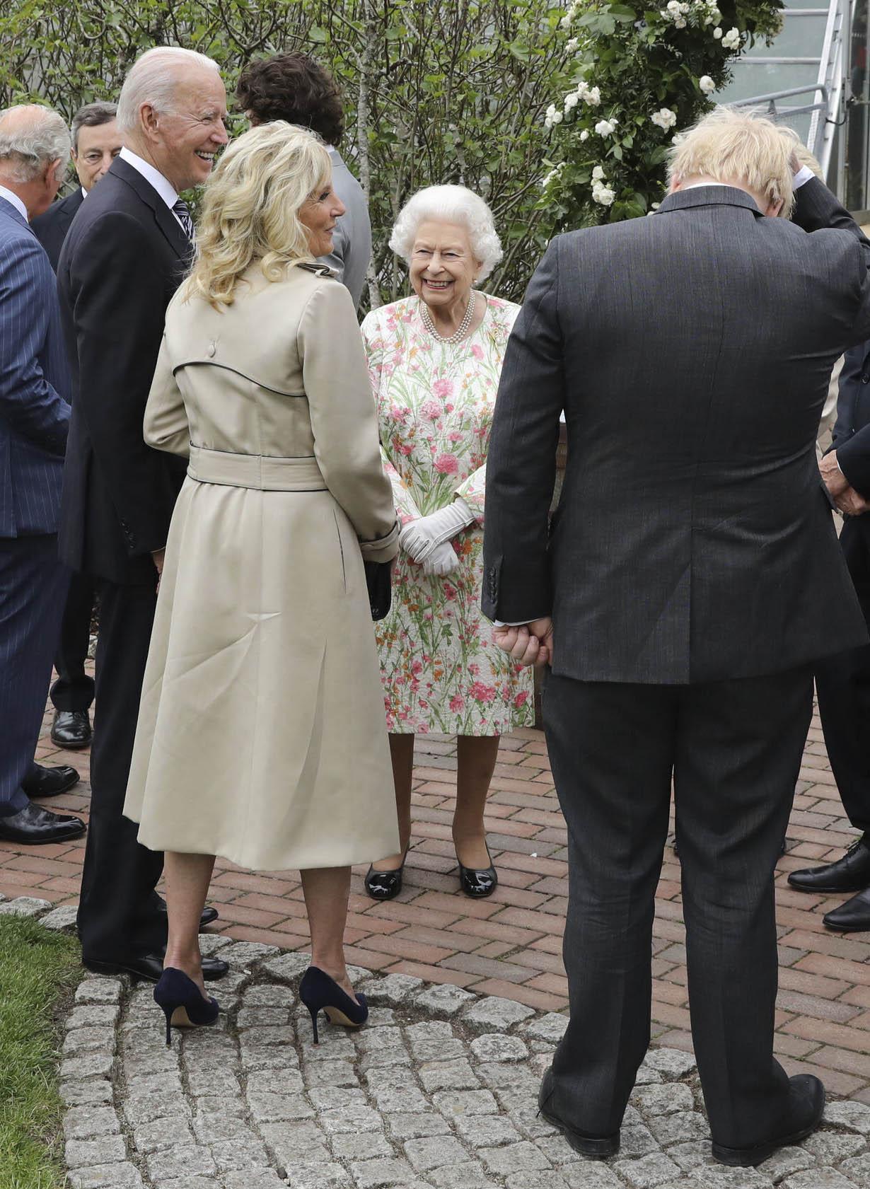 jill-biden-wears-trench-coat-pumps-to-meet-queen-elizabeth-at-g7-summit-reception