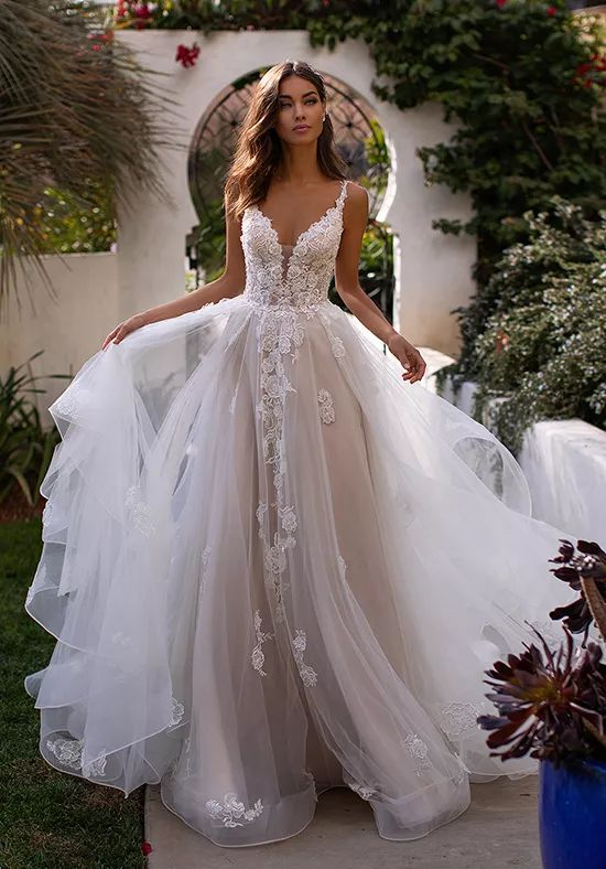 reimagine-your-bridal-gown-experience-with-dare-dazzle