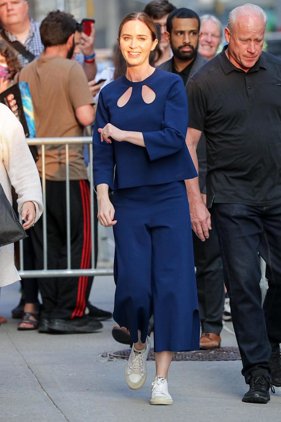 emily-blunt-wore-stella-mccartney-the-late-show-with-stephen-colbert