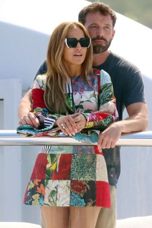jennifer-lopez-wears-dolce-gabanna-on-a-yacht-in-st-tropez