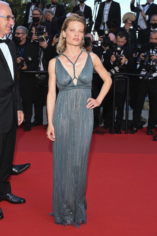 melanie-thierry-wore-dior-haute-couture-the-annette-cannes-film-festival-premiere