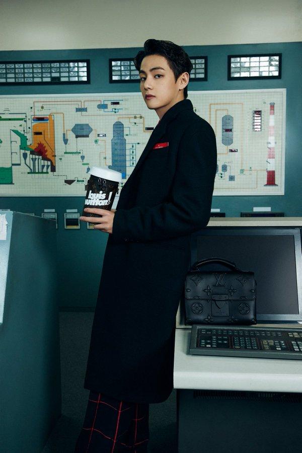 v-of-bts-wore-louis-vuitton-by-virgil-abloh-louis-vuitton-men-fw21-show-in-seoul-south-korea