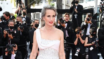 andie-macdowell-wore-atelier-versace-tout-sest-bien-passe-everything-went-fine-cannes-festival-premiere